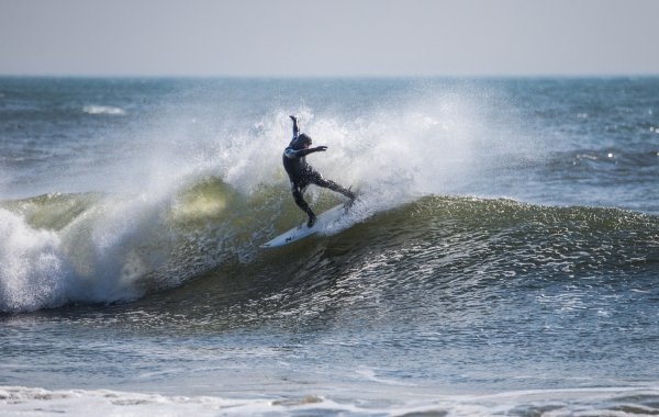 Michael Kololyan from Locals Surf School knows a trick or two surfing at Rockaway! Photo: Andreea Waters
